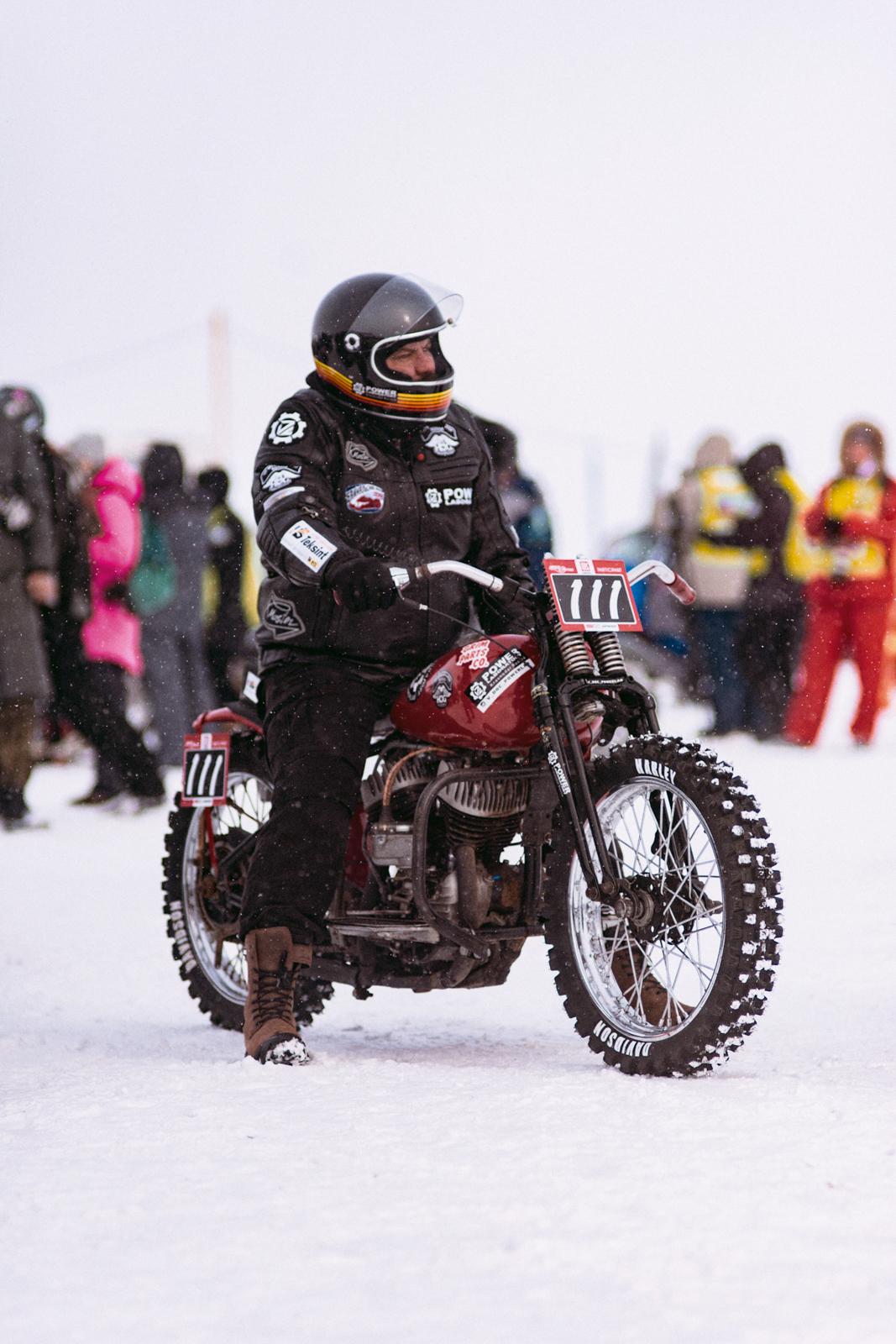 Мотоциклист Байкальская миля